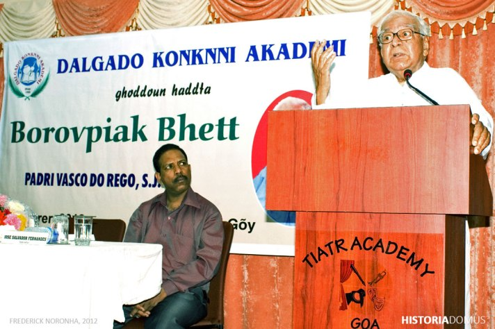 Fr. Vasco do Rego SJ addresses a writers' meet at the Dalgado Konknni Akademi, Goa